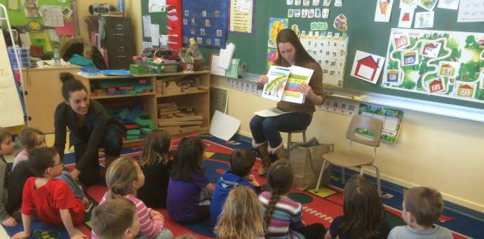Un aperçu de l'atelier fait dans l'école primaire avec les enfants du préscolaire