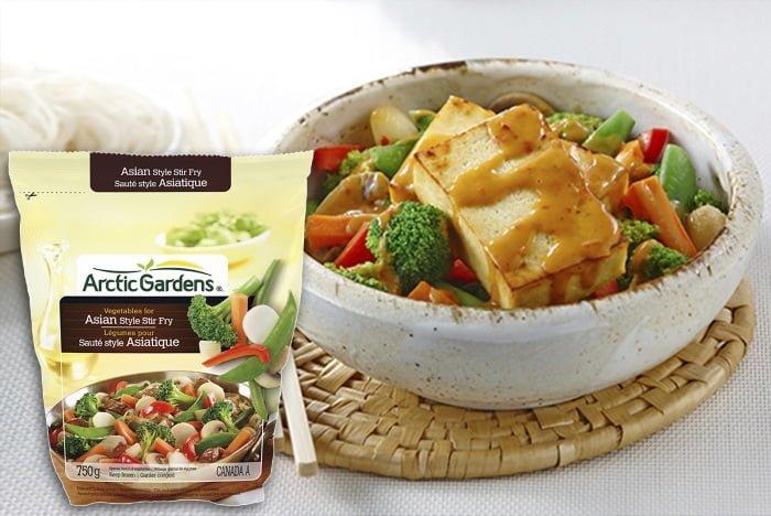 Tofu croustillant avec sauce aux arachides