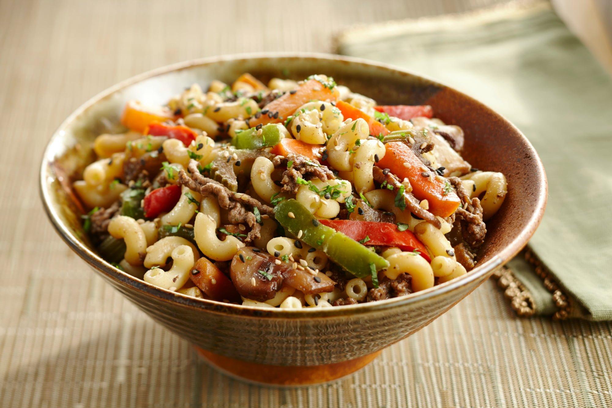 Macaroni chinois au boeuf et au sésame