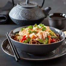 Soba noodles, veggies and salmon bowl