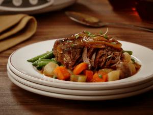 Slow cooker maple blade roast