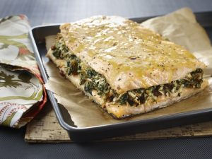 Salmon filet stuffed with spinach and apple
