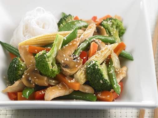 Sauté de poulet et de légumes à l'orientale