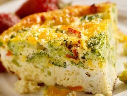 Broccoli and sun dried tomatoes frittata