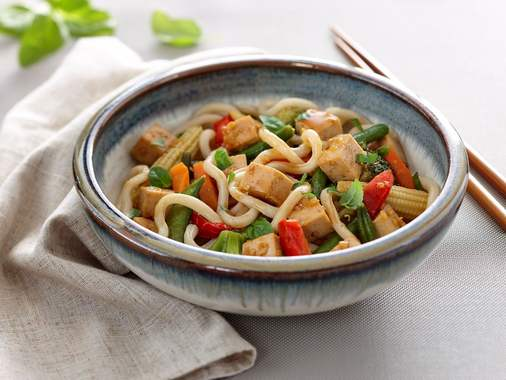 Vegetable bowl with maple tofu noodles