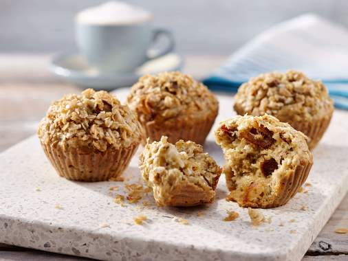 Oatmeal muffins with dates and coconut